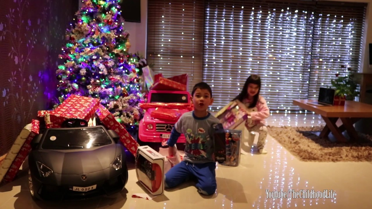 Christmas Morning 2016 Kids Opening Presents | Magical Moment of the ...